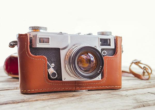 600-x-425-Vintage-old-camera-on-wooden-table-beerlogoff-iStock-Thinkstock-484377307
